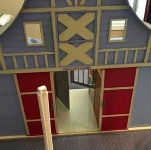 Horseland Toy Horse Stable and accessories